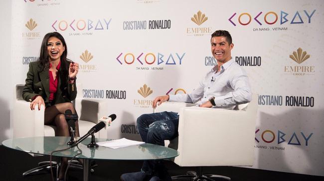 Doanh nhân 9X Coco Trần bên cạnh siêu sao Ronaldo năm 2017 khi Cocobay Đà Nẵng ra mắt