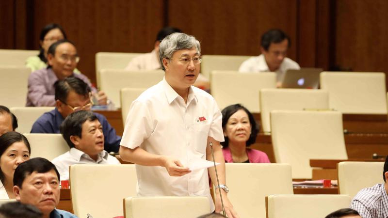 Đại biểu Trần Văn Lâm tranh luận về quy định tướng công an, tướng quân đội.