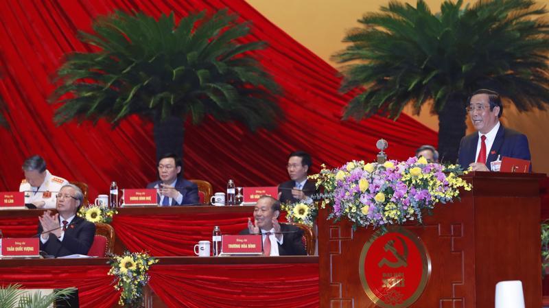 Đồng chí Nguyễn Thanh Bình, Phó Trưởng ban Thường trực Ban Tổ chức Trung ương khóa XII thay mặt Ban Kiểm phiếu Đại hội báo cáo kết quả bầu cử.