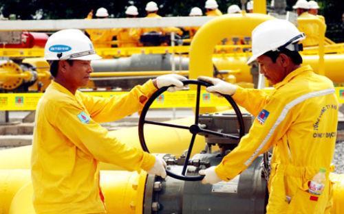 Với ngành dầu khí, năm 2017 dự kiến sản lượng dầu thô khai thác đạt 14,8 triệu tấn, giảm 12,9% so với ước thực hiện năm 2016; khai thác khí đạt 11,3 tỷ m3, tăng 10,8% so với ước thực hiện năm 2016.