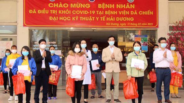 Các bệnh nhân Covid-19 tại Hải Dương được công bố khỏi bệnh sáng 11/2. Ảnh - Huy Hoàng.