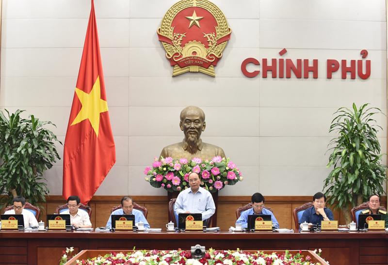 Thủ tướng Nguyễn Xuân Phúc cho rằng việc hoàn thiện các quy định về xử lý các tổ chức tín dụng yếu kém là rất cấp bách, nếu chậm trễ sẽ làm ảnh hưởng tới  quá trình điều hành kinh tế - xã hội.
