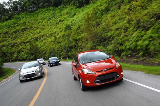 Ford Việt Nam cam kết sẽ hỗ trợ khách hàng mua xe trong tháng 2/2011 - Ảnh: Đức Thọ.