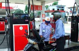 Giá bán lẻ xăng A92 trong nước vẫn tiếp tục giữ ở mức 16.400 đồng/lít như hiện nay.