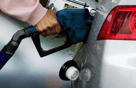 Giá xăng cũng giảm khá mạnh theo cùng chiều với thị trường dầu thô.