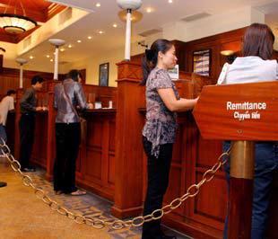 Đối với các ngân hàng nước ngoài, phát triển nguồn vốn, chứ không phải tín dụng, mới là chính sách được ưu tiên hàng đầu của họ - Ảnh: Việt Tuấn.