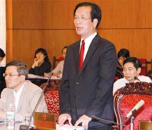 Bộ trưởng Võ Hồng Phúc trả lời chất vấn trước Ủy ban Thường vụ Quốc hội ngày 20/3 - Ảnh: TP.