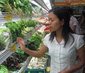 Người tiêu dùng còn thiếu mặn mà với rau an toàn.