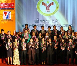 Quang cảnh lễ trao giải thưởng Thương hiệu mạnh 2006, do Thời báo Kinh tế Việt Nam phối hợp với Cục Xúc tiến thương mại (Bộ Công Thương) tổ chức - Ảnh: Mạnh Thắng.