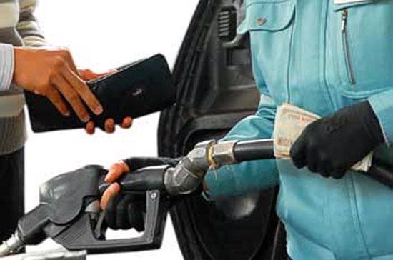 Theo đại diện Petrolimex, đúng là các doanh nghiệp kinh doanh xăng dầu đầu mối đang có lãi, nhưng mức lãi này chưa đủ để giảm giá bán lẻ trong nước.