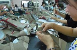 """""""Đề xuất tiếp tục áp các biện pháp chống bán phá giá lên các sản phẩm da giày của Việt Nam trong 15 tháng nữa là đi ngược lại với lợi ích các doanh nghiệp châu Âu ở Việt Nam, không thỏa đáng với Việt Nam"""""""