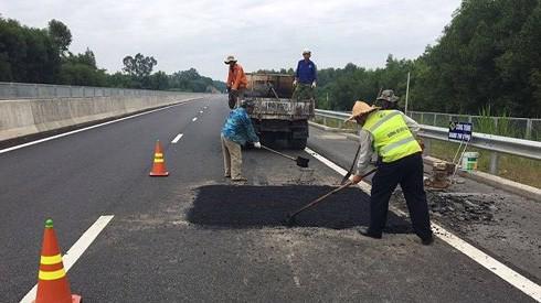 Cao tốc Đà Nẵng - Quảng Ngãi vì vừa thông xe đã hỏng đường.