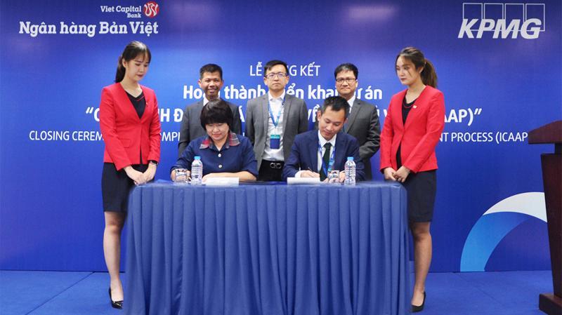 Đại diện Ngân hàng Bản Việt và KPMG nghiệm thu 3 trụ cột quan trọng của Basel II.