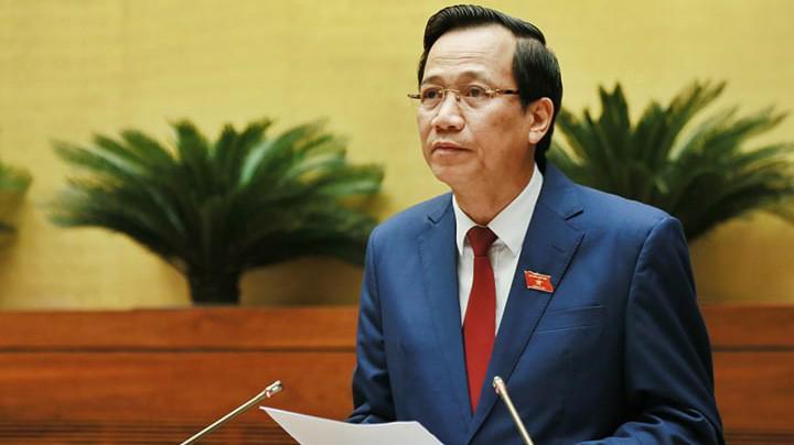 Bộ trưởng Bộ Lao động, thương binh và xã hội trình bày tờ trình dự án Bộ luật Lao động (sửa đổi).