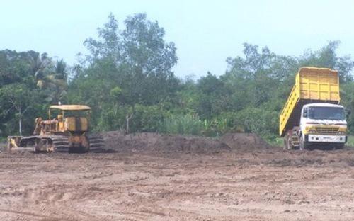 Có nhiều dự án đã quá hạn giao đất dịch vụ - đất ở cho dân (3 năm), song  đến nay các địa phương vẫn chưa chuẩn bị đủ diện tích hoặc chưa đầu tư  hạ tầng để giao đất cho dân.