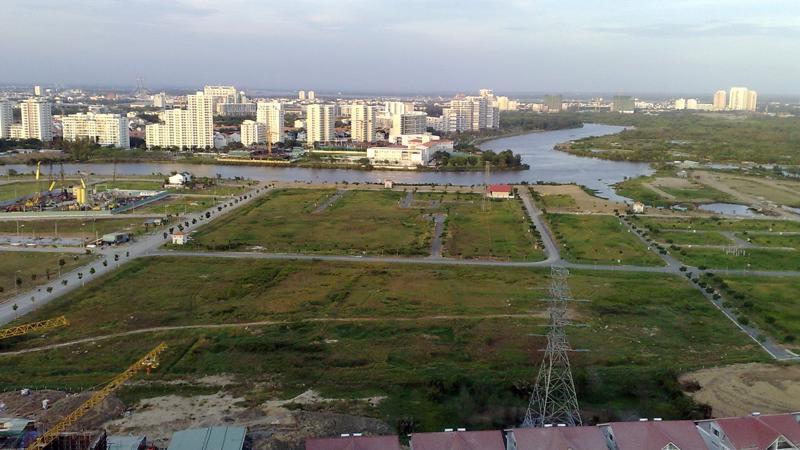 Còn rất nhiều quy định và hạn chế đối với quyền sử dụng đất khiến thị trường đất đai không thực sự năng động.