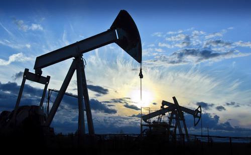 Trong tháng 3, sản lượng dầu thô hàng ngày của một số nước thuộc Tổ chức các nước xuất khẩu dầu mỏ (OPEC) tăng lên mức 32,47 triệu thùng/ngày - Ảnh: Reuters.