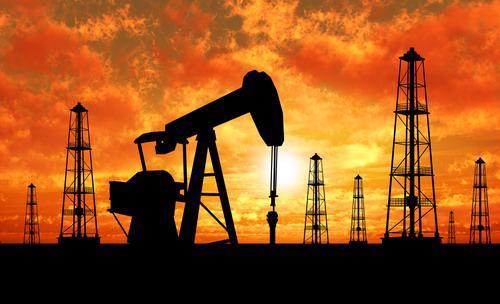 Dù nước Mỹ vẫn đang trong mùa cao điểm tiêu thụ xăng dầu nhưng dự trữ xăng vẫn đứng ở mức cao - Ảnh: IT Business.