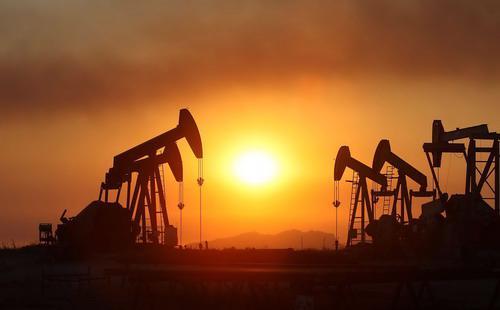 Vào đầu phiên giao dịch ngày hôm qua, đã có lúc giá dầu tăng, thế nhưng  khi thông tin về thị trường việc làm Mỹ được đưa ra, giá dầu lập tức  giảm trở lại - Ảnh: Business Insider.<br>