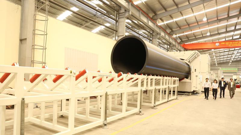 Dây chuyền sản xuất ống HDPE 2000mm của Nhựa Tiền Phong.