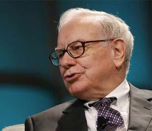 Chưa bao giờ tập đoàn của Buffett lại có một kết quả đầu tư dở tới vậy, và trên thực tế, đây mới chỉ là lần sụt giảm giá trị tài sản đầu tiên mà Berkshire phải đương đầu trong 44 năm qua dưới sự lãnh đạo của nhà đầu tư huyền thoại này - Ảnh: Reuters.