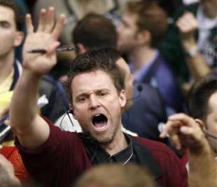 Thị trường hàng hóa hôm qua ghi nhận sự sụt giảm giá của hầu hết các loại nguyên vật liệu, trừ vàng - Ảnh: Reuters.
