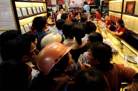 Ngày 11/11/2009, giá vàng trong nước đã thiết lập đỉnh cao mọi thời đại khi lên 29,30 triệu đồng/lượng - Ảnh: Quang Liên.