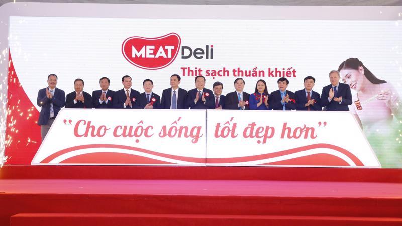 Tổ hợp chế biến thịt có công suất thiết kế là 1,4 triệu con heo/năm, tương đương 140.000 tấn/năm.
