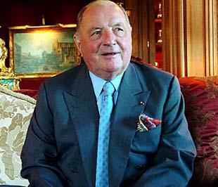 Albert Frere tên đầy đủ là Albert Baron Frère sinh ngày 4/21926 tại Fontaine-l'Evêque, gần Charleroi, Bỉ.