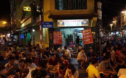 Hiện thành phố Hà Nội vẫn cấm các cơ sở kinh doanh sau 12 giờ đêm.<br>