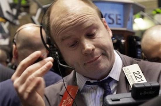 S&P 500 đã thiết lập mốc điểm cao nhất trong 14 tháng qua. Tuy nhiên, Dow Jones thì vẫn ở mức thấp hơn ngưỡng 10.501,05 điểm, được thiết lập hôm 14/12 - Ảnh: AP.