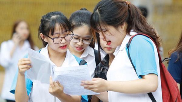 Phạt tiền từ 70.000.000 đồng đến 100.000.000 đồng đối với hành vi tuyển sai từ 10 người học trở lên đối với đại học.