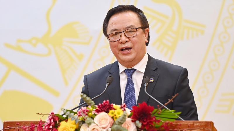 Ông Hoàng Bình Quân, Trưởng ban đối ngoại Trung ương thông báo về công tác nhân sự của Đại hội Đảng lần thứ XIII với các đoàn Ngoại giao và các tổ chức quốc tế.