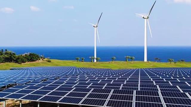 Các dự án điện mặt trời, điện gió bị tạm dừng bổ sung vào quy hoạch