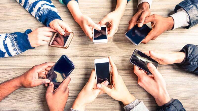 Luật sư Trương Thanh Đức cho rằng, đề xuất đánh thuế tiêu thụ đặc biệt đối với điện thoại di động không khác gì muốn quay lại thời kinh tế bao cấp.