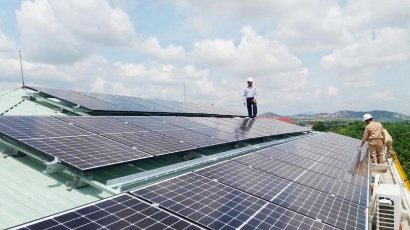 Theo Bộ Công Thương, việc phát triển nguồn điện mặt trời mái nhà không được kiểm soát phù hợp với nhu cầu sử dụng điện.