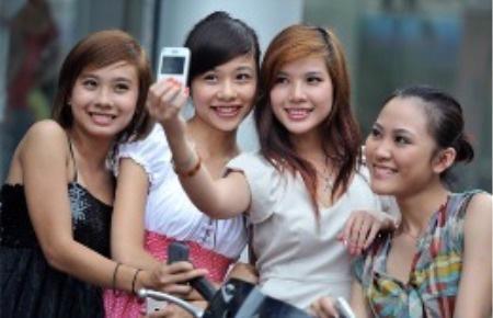 Lượng thuê bao ảo tại Việt Nam, theo đánh giá của Bộ Thông tin và Truyền thông là còn quá lớn.