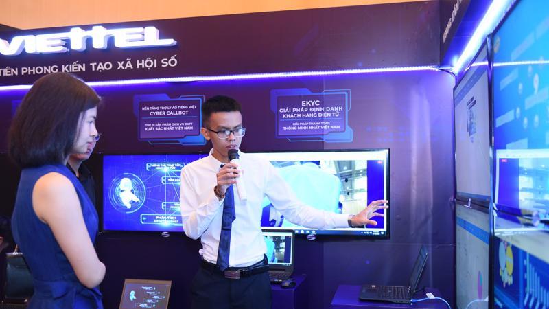 Định danh điện thoại, Chatbot là hai trong số các sản phẩm Make in Vietnam được Viettel giới thiệu tại sự kiện.