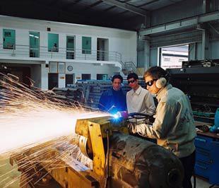 Các doanh nghiệp cần tiếp tục đẩy mạnh các biện pháp tái cấu trúc lại doanh nghiệp- Ảnh: Việt Tuấn.