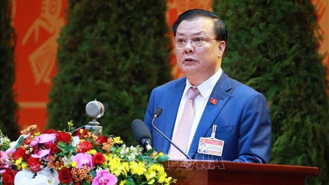Đồng chí Đinh Tiến Dũng, Ủy viên Trung ương Đảng, Bộ trưởng Bộ Tài chính trình bày tham luận tại Đại hội.
