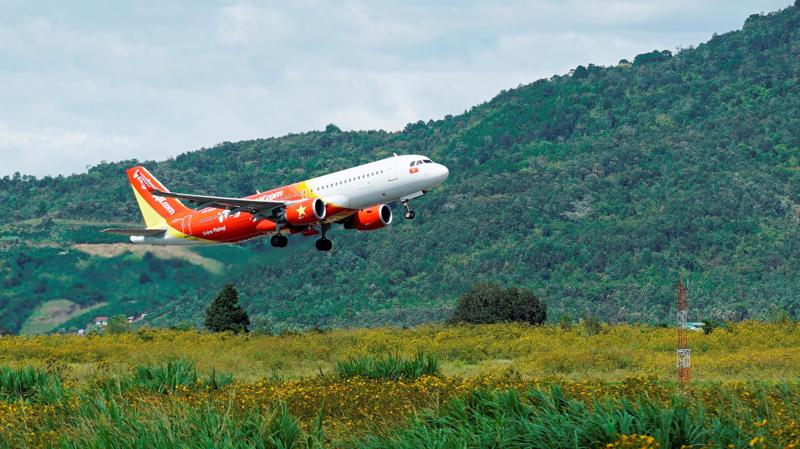 Vietjet đang khai thác 45 máy bay A320 và A321, thực hiện khoảng 350 chuyến bay mỗi ngày và đã vận chuyển xấp xỉ 40 triệu lượt hành khách, với 73 đường bay phủ khắp các điểm đến tại Việt Nam và quốc tế như Hồng Kông, Singapore, Hàn Quốc, Đài Loan, Trung Quốc, Thái Lan, Indonesia, Myanmar, Malaysia, Campuchia...