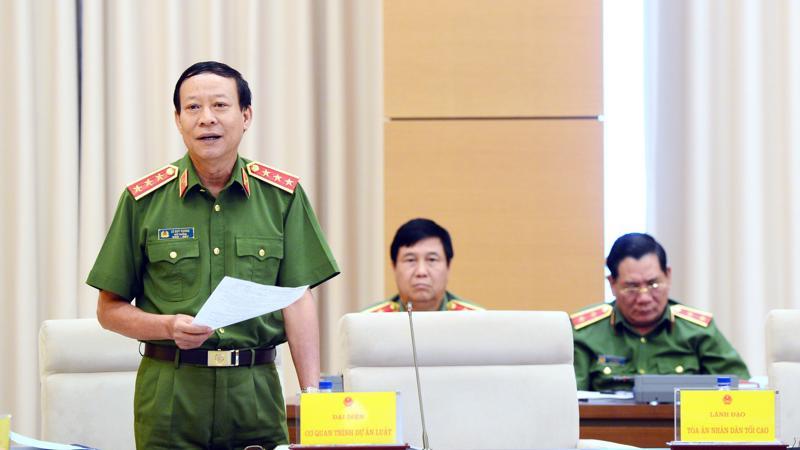 Thứ trưởng Bộ Công an Lê Quý Vương giải trình tại phiên thẩm tra.