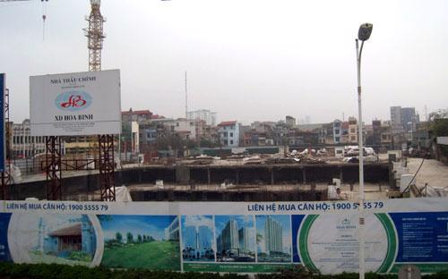 Dự án Hòa Bình Green City đang trong quá trình triển khai phần tầng hầm - Ảnh: Từ Nguyên.<br>