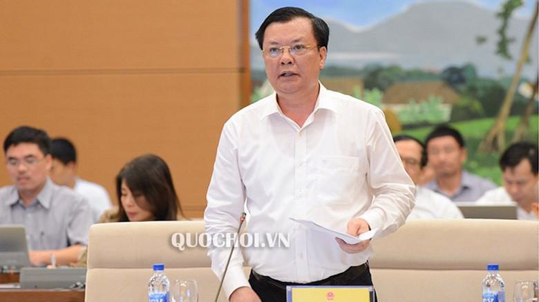 Bộ trưởng Bộ Tài chính Đinh Tiến Dũng trình bày báo cáo của Chính phủ.