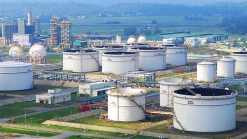 Nhà máy lọc dầu Dung Quất có vốn đầu tư hơn 3 tỷ USD.