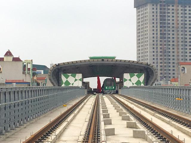 Đường sắt Cát Linh - Hà Đông do Tổng thầu EPC - Tập đoàn Cục 6 Đướng sắt Trung Quốc thi công.