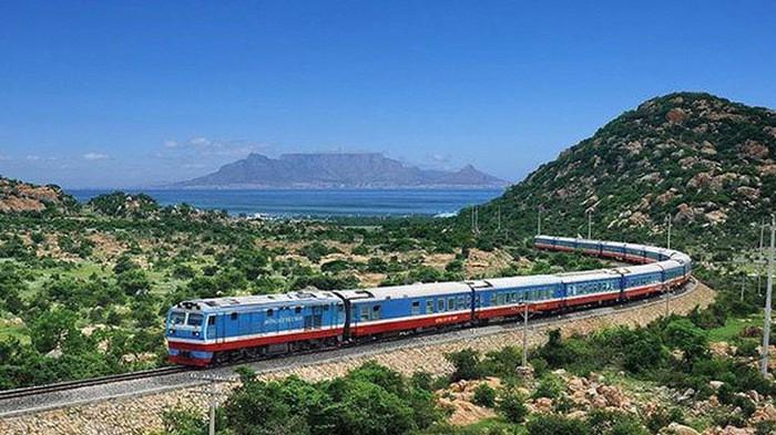 Đầu tư đường sắt tốc độ cao được cho là sẽ giảm áp lực lên các loại hình vận tải đường bộ, hàng không - Ảnh minh hoạ
