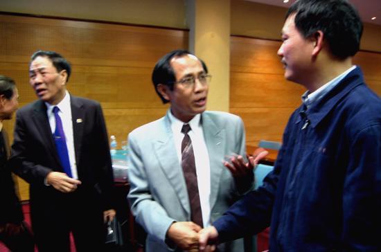 Từ phải sang: ông Lại Xuân Thanh, ông Trần Đình Bá, ông Mai Trọng Tuấn tại Hội thảo do Hội Khoa học kinh tế Việt Nam tổ chức ngày 6/12 - Ảnh: Anh Quân.