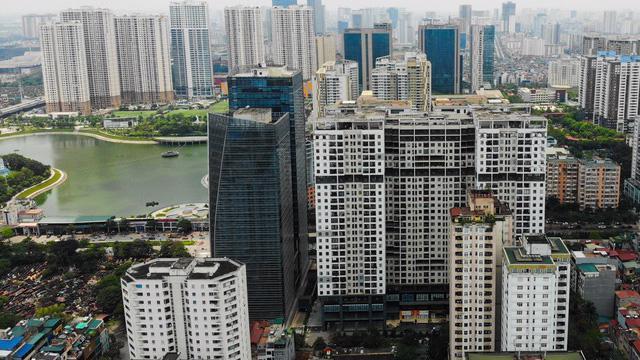 Tại Hà Nội giá căn hộ chung cư tăng khoảng 0,24% so với Quý 2/2020 (trong đó đối với phân khúc căn hộ cao cấp giá giảm khoảng 0,07%, căn hộ trung cấp giá tăng khoảng 0,44%, căn hộ bình dân giá tăng khoảng 1,02%).