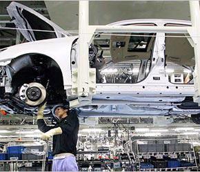 Hãng sản xuất ôtô số 1 của Mỹ General Motors (GM) chịu sự sụt giảm doanh số lớn nhất là 21% so với cùng kỳ năm ngoái.